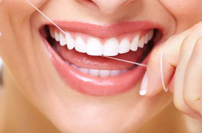 Чистка зубной нитью — необходимое условие для здоровья зубов
