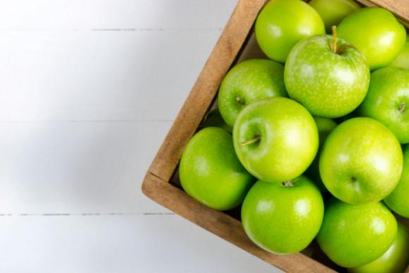 Почему следует съедать в день одно яблоко?