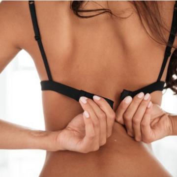 Ученые назвали несколько причин, по которым грудь теряет форму и эластичность